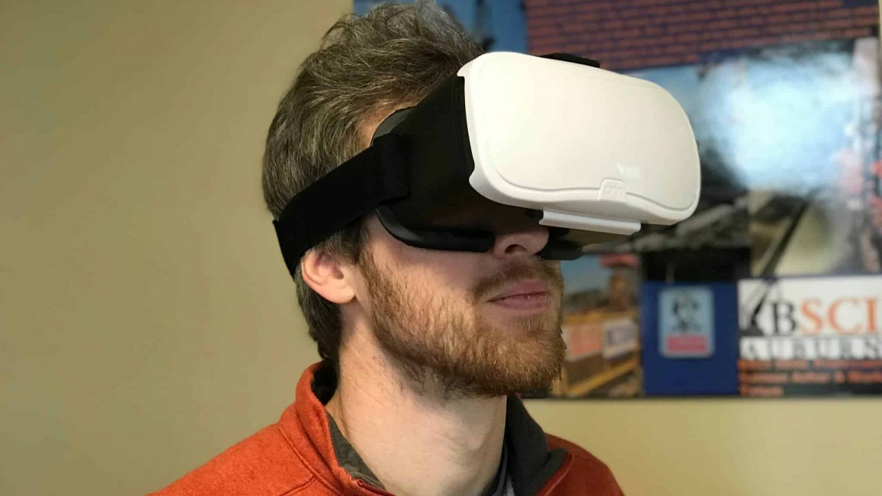 Students Experience Virtual Reality at McWhorter School of Building Science