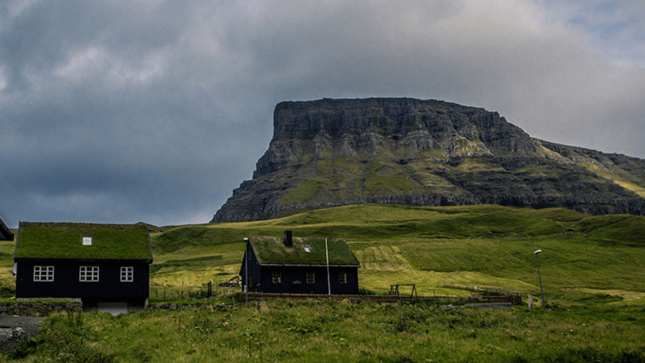 Overcrowded Sites and Unexpected Voids: The Extremes of Tourism in Iceland and the Faroe Islands